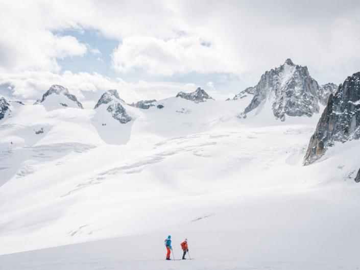 À Travers Les Alpes