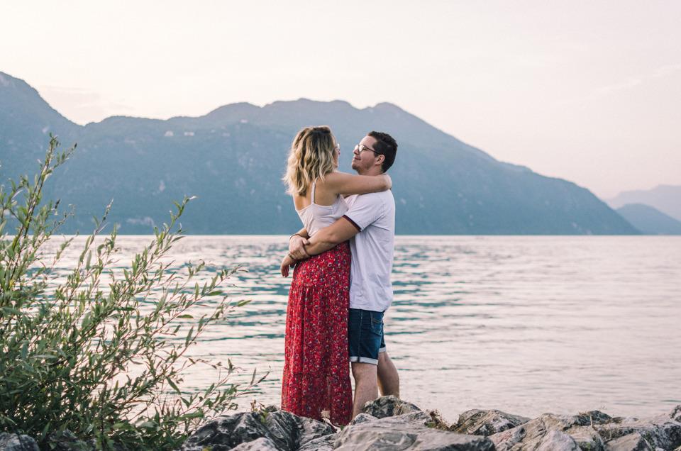 Séance photo de couple avant mariage à Aix-les-Bains